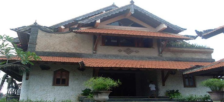 Antique Villa for Sale in Pelambingan, Bali