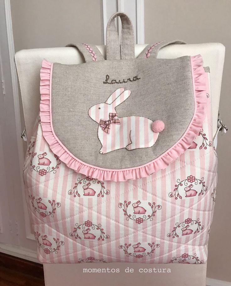 Hola!!!   Mucho tiempo sin publicar nada... pero aquí estoy de nuevo con dos labores muy dulces:   una mochila para Laura:               ...