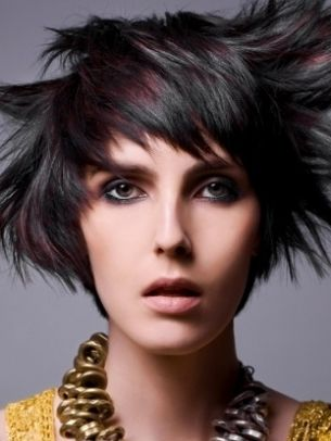 Hottest Hair Highlights Trends - The new shade alert encourages fashionistas to experiment with the hottest hair highlights trends. Flip through the rich repertoire of hair design ideas and make sure you pick the tone that best suits your personality.