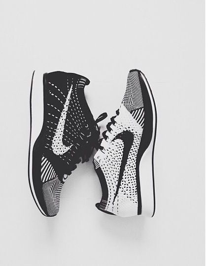 Nike sneakers black white