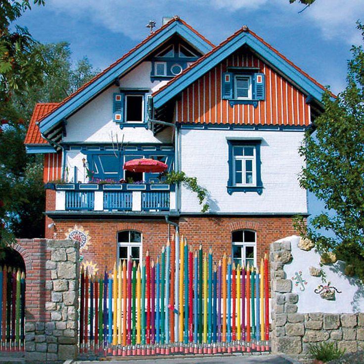 Bine Brändle  : In dem Dreifamilienhaus in Erbach an der Donau wohnt Fantasie und Farbe.