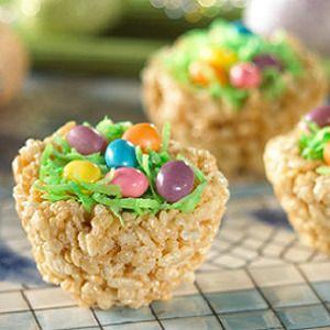 ¡Divertida merienda para niños!. Cestitas de Rice Krispies con gominolas y chocolate. - Cocinar con niños - Recetas - Charhadas.com