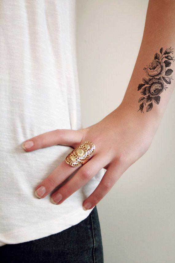 Small vintage roses temporary tattoo van Tattoorary op Etsy