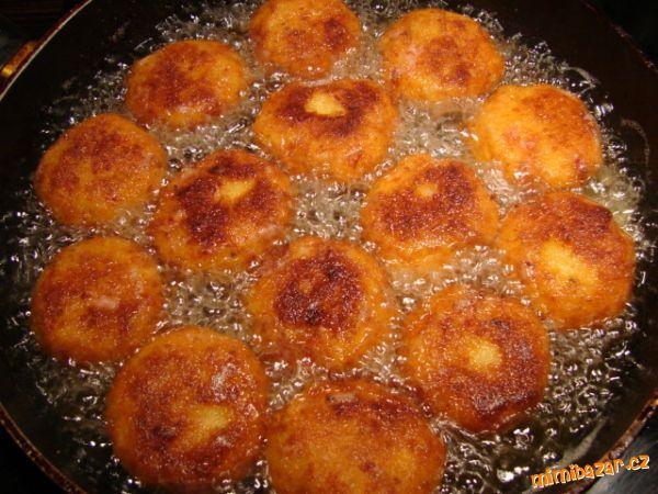 """""""ŠVINDL""""(bramborové) KARBANÁTKY-výborné,když není doma kus masa:-)"""