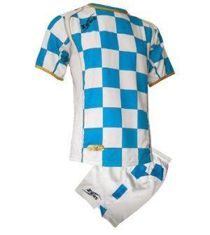 Zeus Kroazia Kockás Futball Szett modern, kényelmes, tartós, kopásálló, magabiztos, vagány focimez szett. Enyhén karcsúsított, hátoldalán az első szín biztosítja a számozás helyét, méretei miatt, utánpótlás korosztály számára is kitűnő, meggyőző választás. Zeus Kroazia Kockás Futball Szett 6 méretben és 7 színkombinációban érhető el.