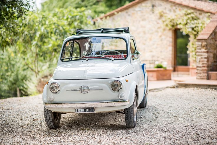 wedding in tuscany - wedding in italy - destination wedding tuscany - getaway car - fiat 500 - fiat 500 getaway car - vintage getaway car ph. Odiza Fotografie