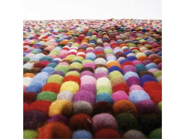 Felt carpet.    ↦ Colorful