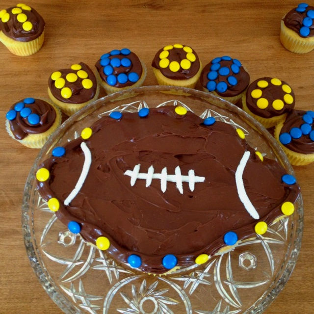 17 Best Ideas About Football Cupcake Cakes On Pinterest