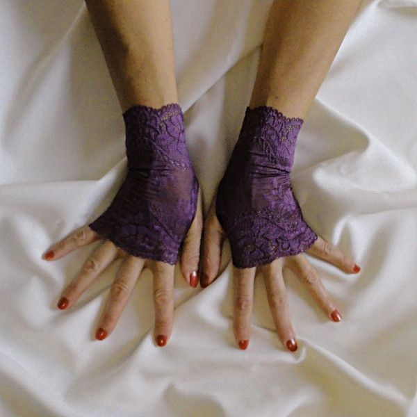Dusty Purple Lace Fingerless Gloves Stretch Lace Fingerless Gloves (£17) ❤ liked on Polyvore featuring accessories, gloves, prom gloves, purple gloves, stretch gloves, lace gloves and fingerless gloves