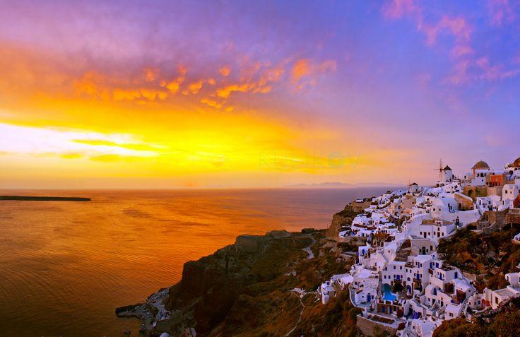 Oia, Santorini Island, Cyclades, Greece. Destination Wedding Photographer in Greece. Santorini, Rhodes, Crete, Zakynthos. www.santophoto.com