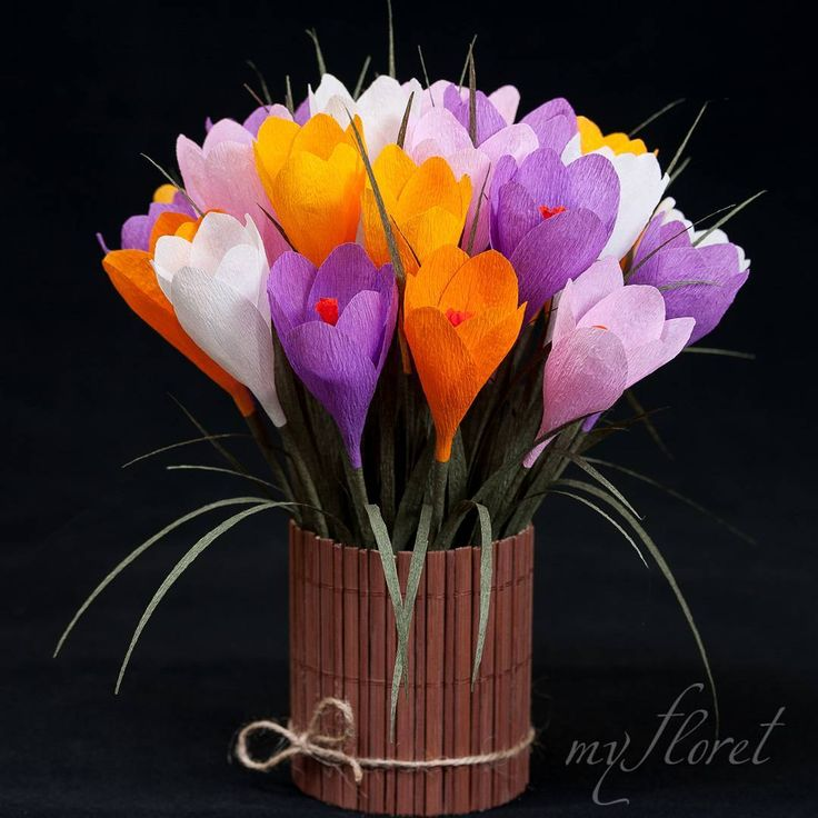 Crocuses #handmade #handmadeflowers #homedecor #paperflowers #papercraft #paperart #paperartist #flowerlove #instaflower #gift #orange #crocus #sunflowers #collors #flowersarrangements #bouqet