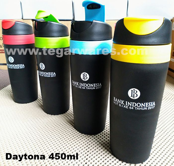 Tumbler or drinking glass that can be opened and closed. Comfortable to hold, style to put on the table. Ideal to be used as souvenir anniversary office or banking. The above picture tumbler drinking type Daytona 450ml capacity with a one color logo print as a gift to be distributed to all employees of Bank Indonesia, The Central Bank Indonesia that ordered for the 64th anniversary. Ideal also to be used as a souvenir anniversary of other private banks.