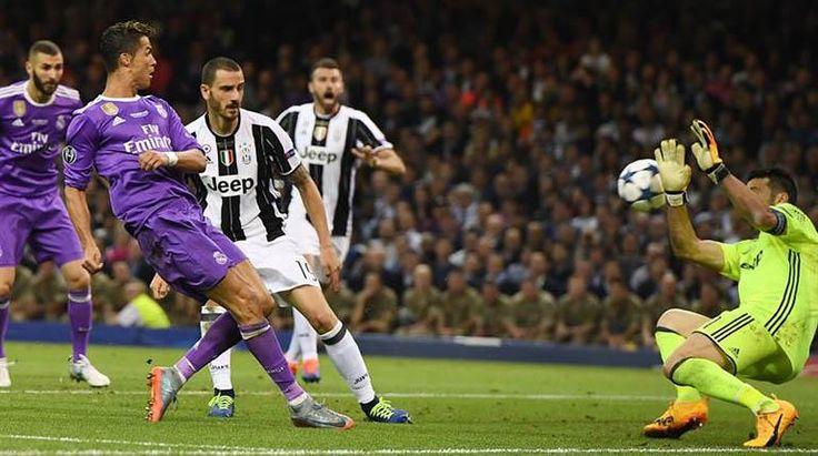 El delantero de Real Madrid, Cristiano Ronaldo, supera al portero de Juventus. | EFE
