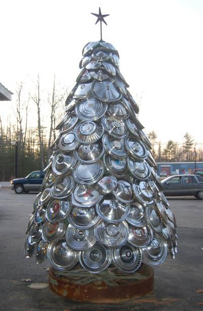 Hubcap tree somewhere in the Columbia, SC, area...I've done the 2-D version...this is inspiring!  Friends, send me your extra hubcaps...I need a few more!