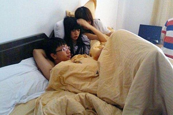 Morador de Dongguan curte suas duas namoradas