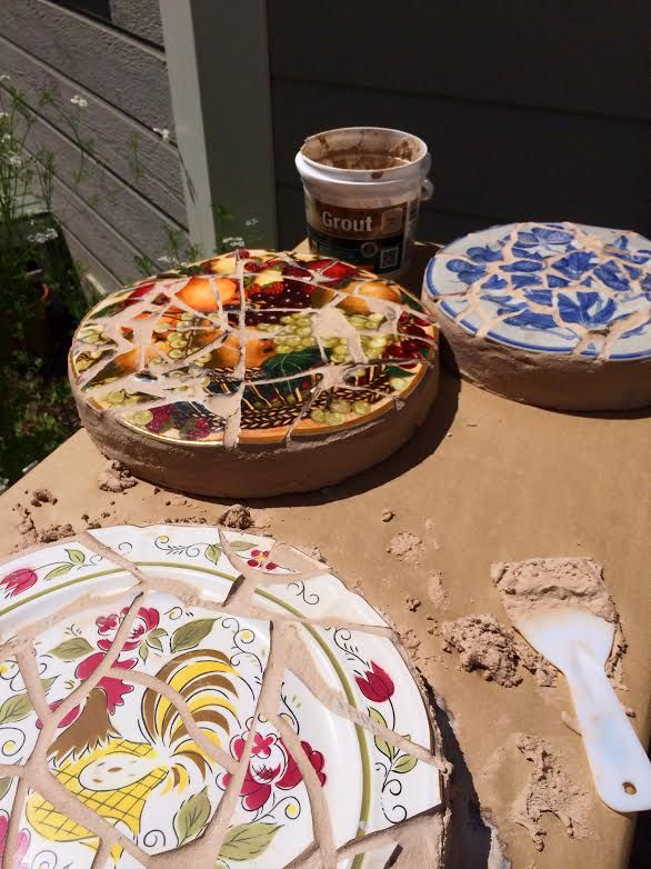 Ken Wingard has a great way to repurpose old, chipped plates. He uses them to create artistic mosaic stepping stones for your garden. #garden #repurpose #diy #stones #plates #craft #outside @Ken Feldman Feldman Feldman Feldman Feldman Vega Wingard
