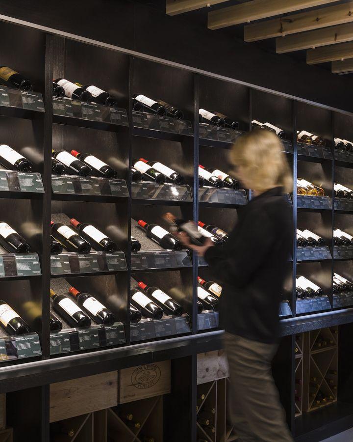 Чудесный внутренний дизайн магазина старейших вин Berry Bros & Rudd в Великобритании