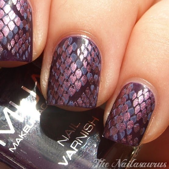 Beautiful Snake skin nails