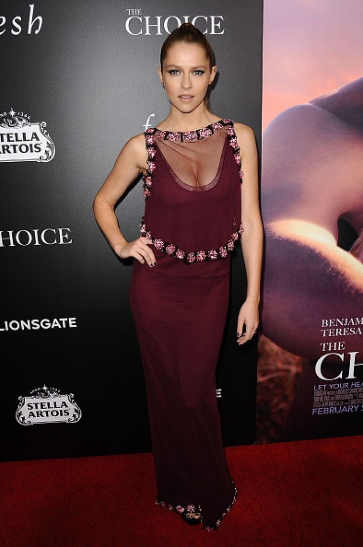 Teresa Palmer wore a #PRADA bordeaux gown with Swarovski crystal embroidery to the Hollywood premiere of #TheChoice.