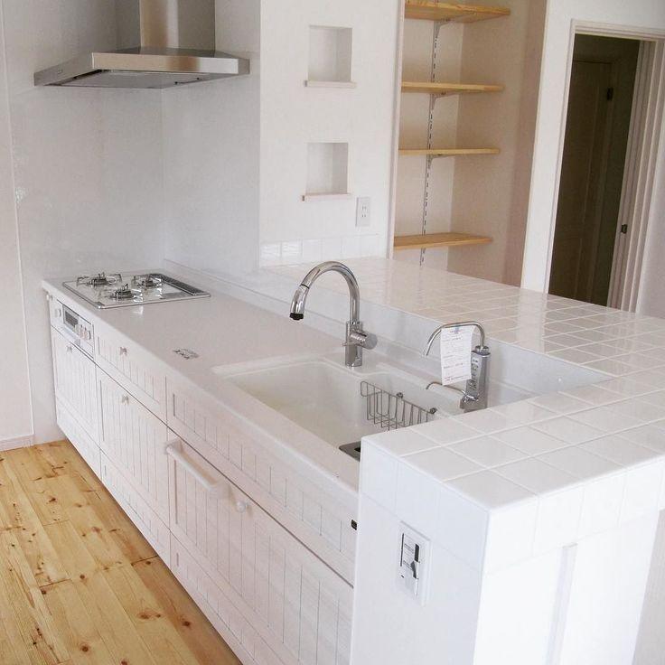 白いパインの扉のキッチン  #キッチン  #キッチン収納  #キッチンカウンター  #ウッドワンスイージー  #ウッドワンキッチン  #ウッドワン  #滋賀  #日野町  #フォローミー  #白いキッチン  #パイン  #ニッチ  #棚