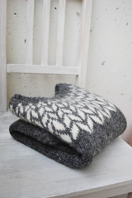 arrows icelandic sweater // by maria carlander // via ravelry