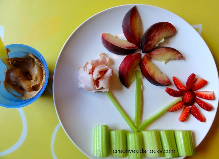 "Refreshing and Healthy Snack for kids - creativity doesn´t stop when those little tummies start rumbling! Let your kids ""design a plate"" then eat their creation! ;)"
