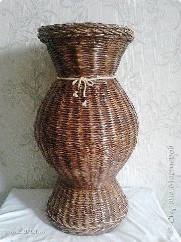 попросили сплести напольную вазу,похожую на те,что плела ранее.но,так как плету очень редко,волновалась,что получится.а повторяться не хотелось.создалась немного другая ваза,судить вам,как получилась.надеюсь заказчику понравится. фото 1