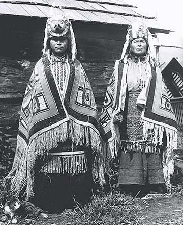 Tsimshian woman and her daughter in Metlakatla, Alaska - circa 1900 (picasaweb). Tsimshian high class individuals Their society included different classes: nobles, commoners, and slaves (acquired through War or purchase).