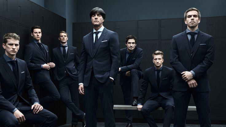 Lars Bender, Julian Draxler, Manuel Neuer, Joachim Löw, Mats Hummels, Marco Reus, Philipp Lahm (von links nach rechts)