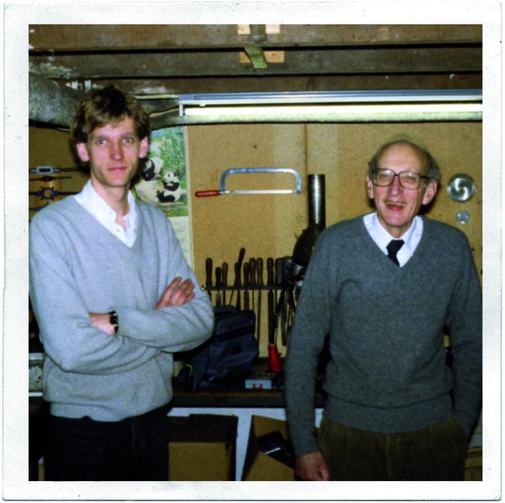 1985 - Na zijn rechtenstudie trok zoon Niels een stofjas aan en dook vijf jaar de kelder in. Het idee werd een product en de Quooker was geboren.