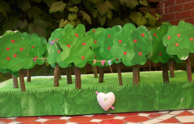 Originele traktatie afscheid kinderdagverblijf of een andere bijzondere gelegenheid! Gemaakt met fairtrade takken-potloodjes en rozijntjes. Creatief en makkelijk via het stappenplan op http://www.fairfeestje.nl