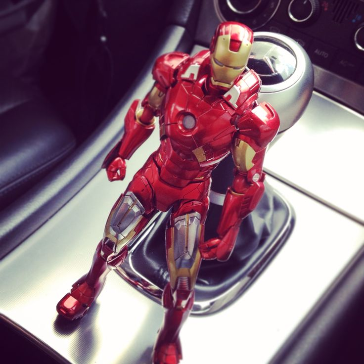 1/12 scale ironman mk7 from japanese toy company Figma.