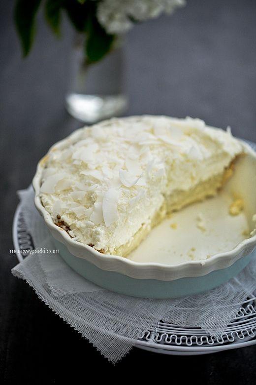 Kremowe ciasto kokosowe na kruchym spodzie