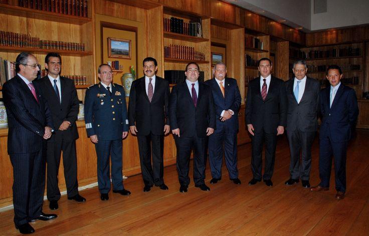 El gobernador javier duarte de ochoa acudi a la firma del manifiesto b calos 2012 al evento for Javier ruiz hidalgo