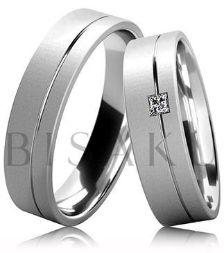 B25 Snubní prsteny z bílého zlata celé v saténově matném provedení s lesklou drážkou ve dvou třetinách prstene. Dámský prsten zdobený kamenem. #bisaku #wedding #rings #engagement #svatba #snubni #prsteny