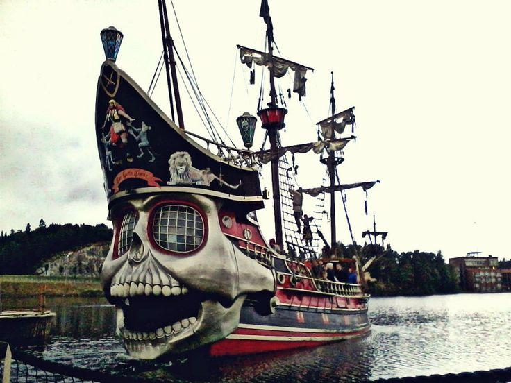 Whimsical Pirate Ship! real pirate ships wallpaper