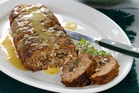 Ρολό κιμά γεμιστό με μανιτάρια και σάλτσα μουστάρδας