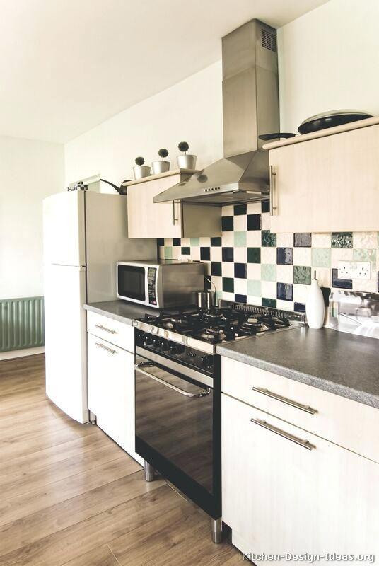 stunning black and white kitchen backsplashm design  chic