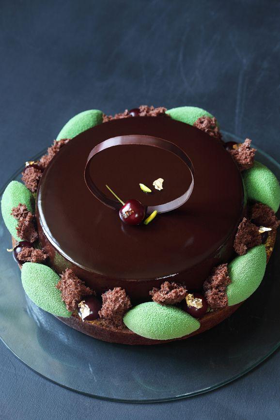 A receita em português está em baixo. Иногда бывает так, что какую-то свою задумку, идею торта я вынашиваю очень долго и мучитель...