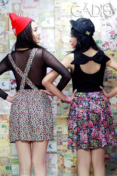 Cross or cute bow, the detail at the back surely can make your hangout outfit more attractive.