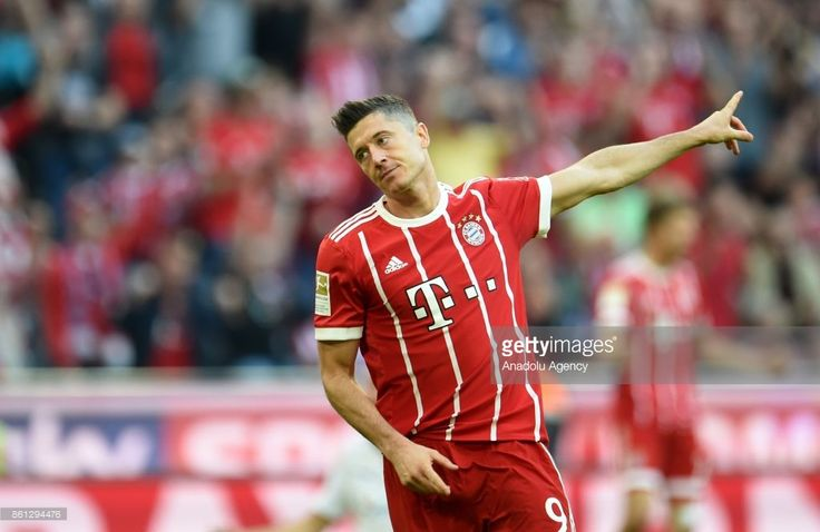 Robert Lewandowski of FC Bayern Munich celebrates after scoring a goal during the Bundesliga soccer match between FC Bayern Munich and SC Freiburg at Allianz Arena in Munich, Germany on October 14, 2017. (Photo by Andreas Gebert/Anadolu Agency/Getty Images)