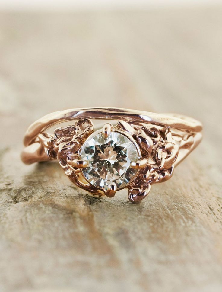 rosebud engagement ring... looks more like lava to me!
