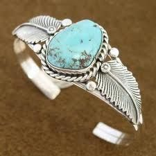 This is so beautiful! I just wanna wear it..all the time! I love Native American jewelry<3