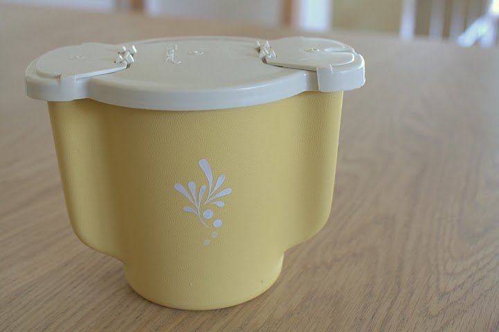 vintage tupperware sugar container.....  Gosh, just seeing this makes me feel like I'm 5 yrs old again, standing in my kitchen, baking with my mom.