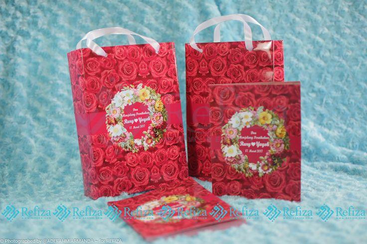 Buku Do'a Menjelang Pernikahan dengan kemasan paper bag, cocok dijadikan souvenir di acara pentingmu. Motif cover  dan paper bag bisa dicustom sesuai keinginan.
