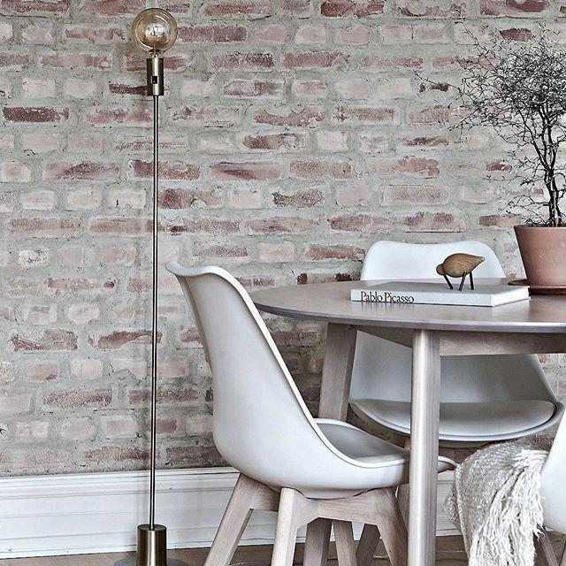 Hola Pablo Styling for @bjurfors_goteborg Broker: Johanna Eliasson #interior4all #interior123 #interiordesign #interior #interiör #homestyling #homedecor #homeinspo #home #homestyle #homestaging #styling #decor #deco #decoration #nordiskahem #nordichome #myroom #myhouse #livingroom #living #light #tillsalu #forsale #beautiful