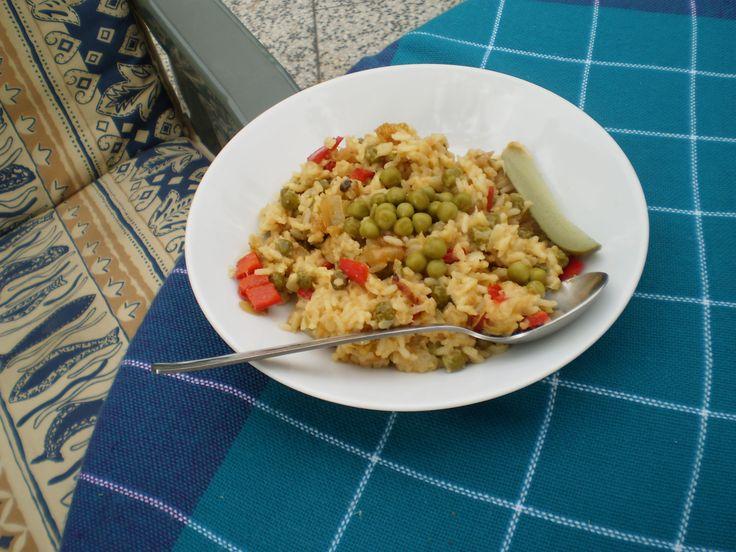 Zeleninové rizoto    1/ osmažím zeleninu  2/ přidám uvařenou rýži (s kečupem)