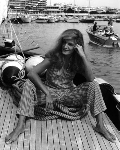 Dalida in a happy moment.  photo found on http://www.lazygirls.info