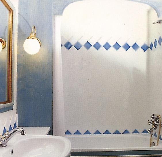 Interno bagno. Applique realizzata su misura.