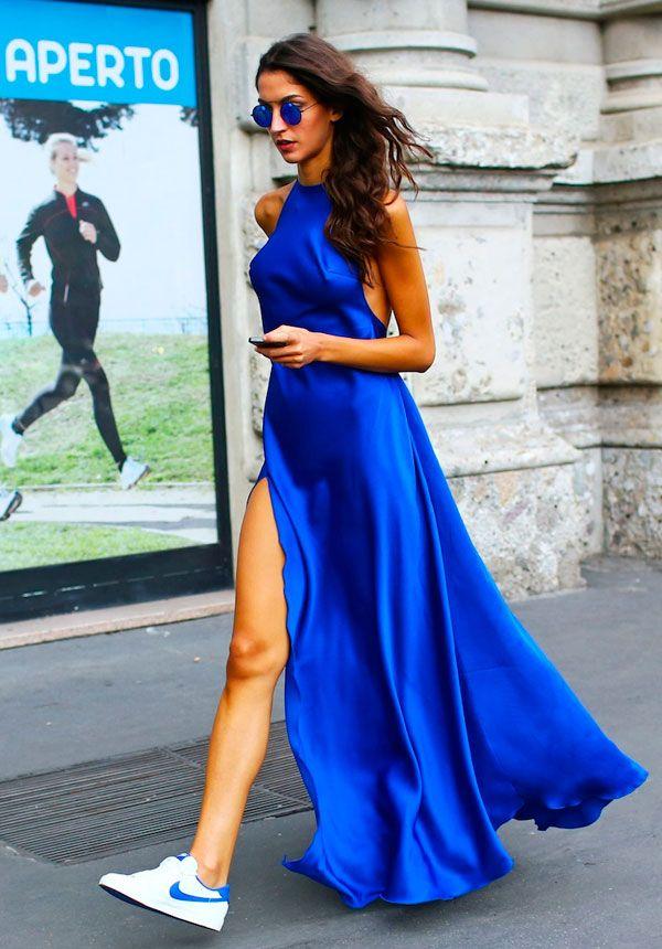 vestido azul fenda + tênis